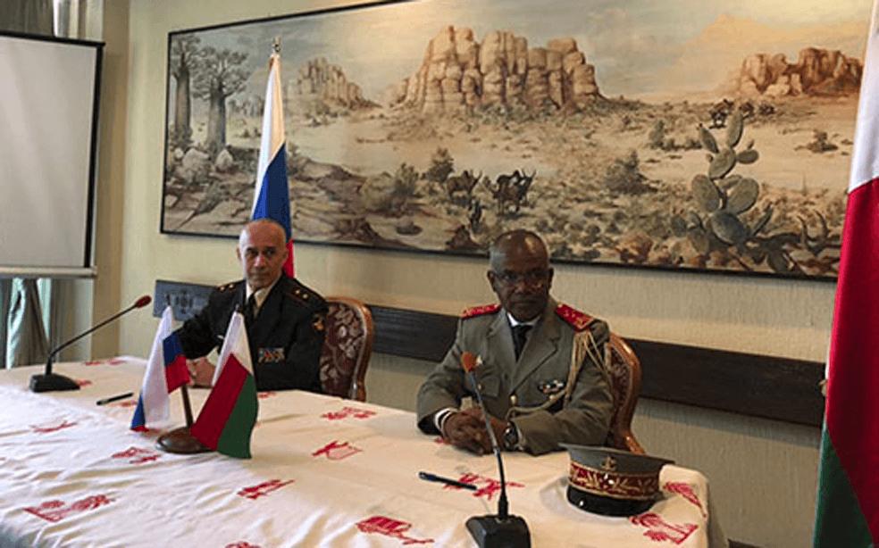 Замначальника Генштаба ВС РФ Евгений Бурдинский на встрече в Мадагаскаре.