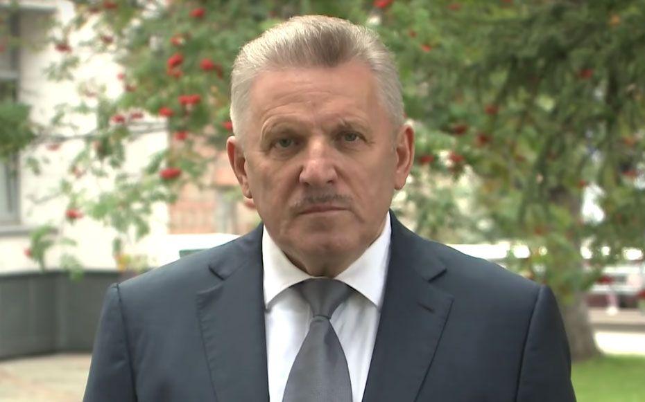 Вячеслав Шпорт — специалист по самолетостроению. Он работал на Комсомольском-на-Амуре авиационном заводе имени Ю. А. Гагарина. Считается, что при его участии были запущены в производство многие самолеты, включая один из новых — СУ-35.