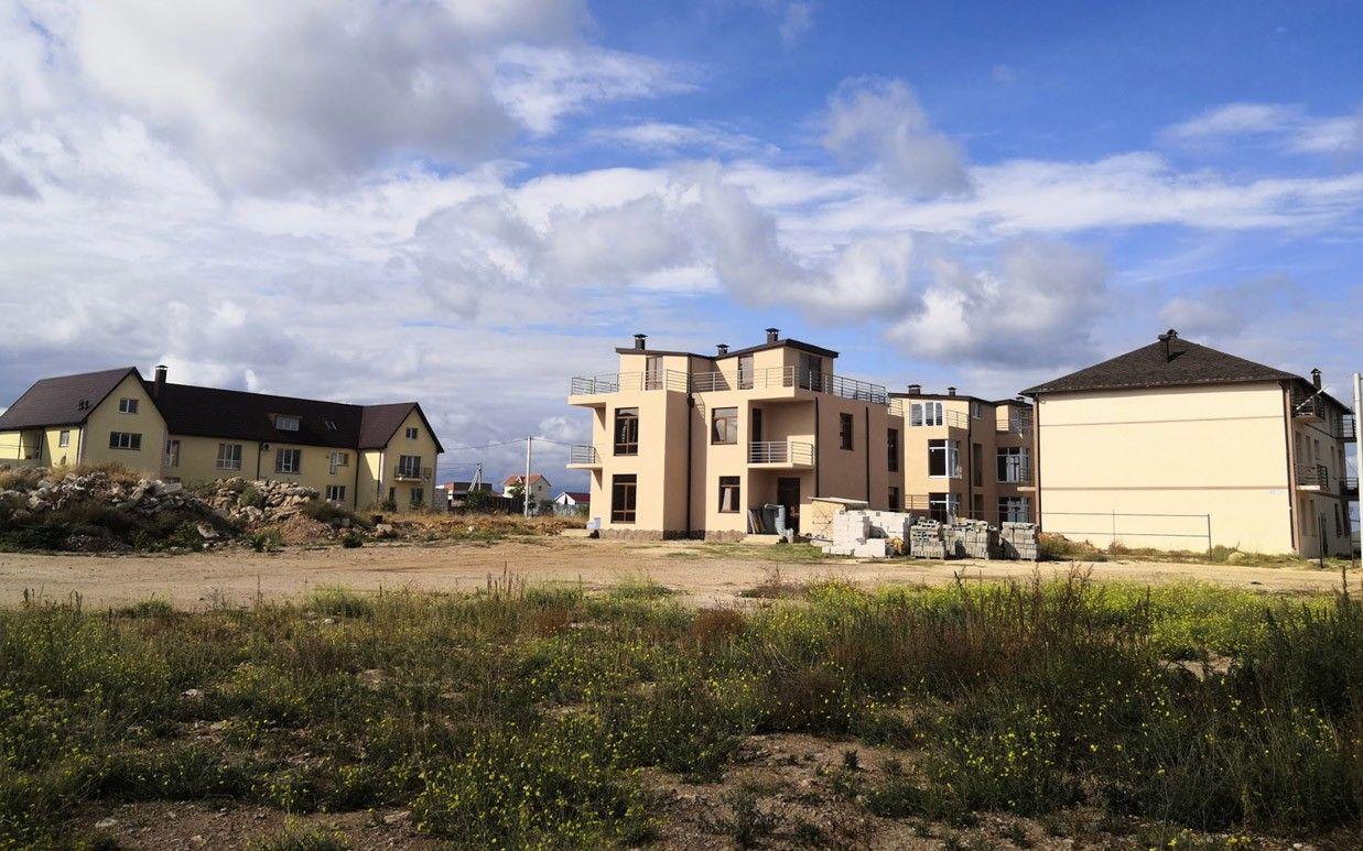 Дома научастках в Крыму, которые Минобороны считает танковым стрельбищем