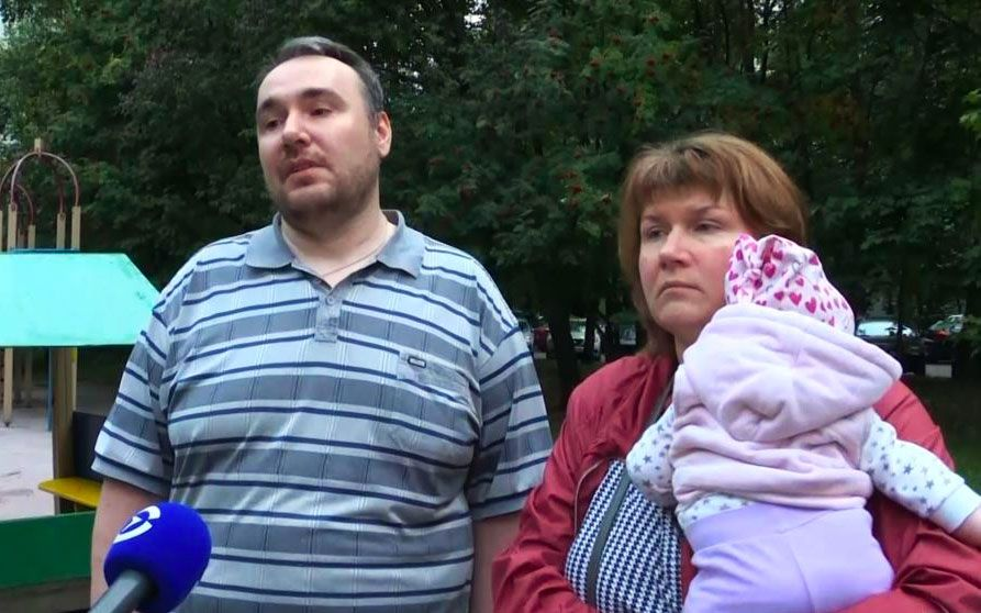 Петр иЕлена Хомские участвовали в акции стребованием зарегистрировать независимых кандидатов навыборах вМосгордуму 3августа, с собой они взяли детей.