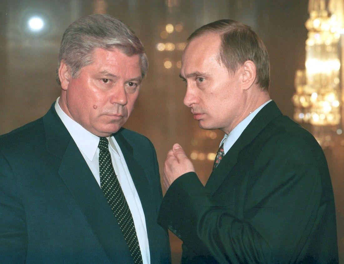 Председатель ВС РФ Вячеслав Лебедев и премьер-министр Владимир Путин во время ежегодного послания президента РФ Бориса Ельцина Федеральному собранию, март 1999.