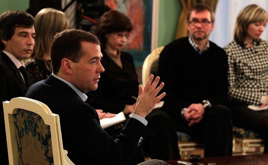 Дмитрий Медведев навстрече сжурналистами кремлевского пула в2011году