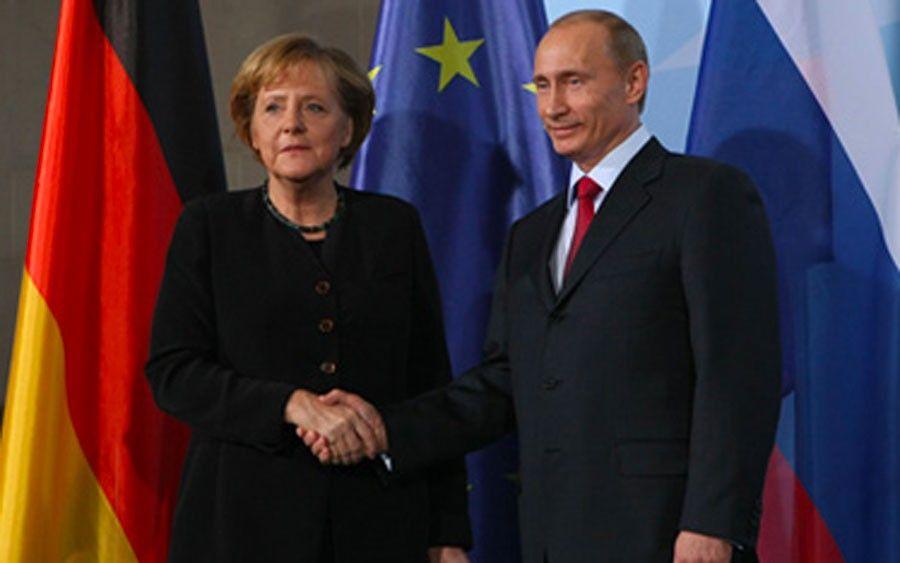 Встреча Ангелы Меркель иВладимира Путина в 2009году, на которой произошел курьез с кремлевским пулом
