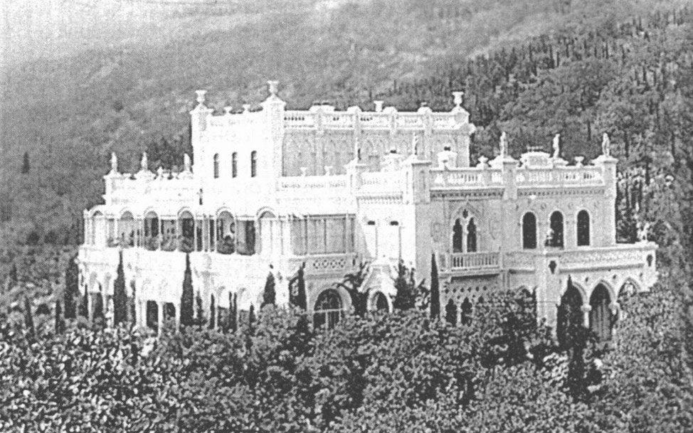 Госдачи вОливе были построены наместе старинного имения купеческой семьи Кокаревых — здесь изображен Дворец Кокорева, начало 20го века..