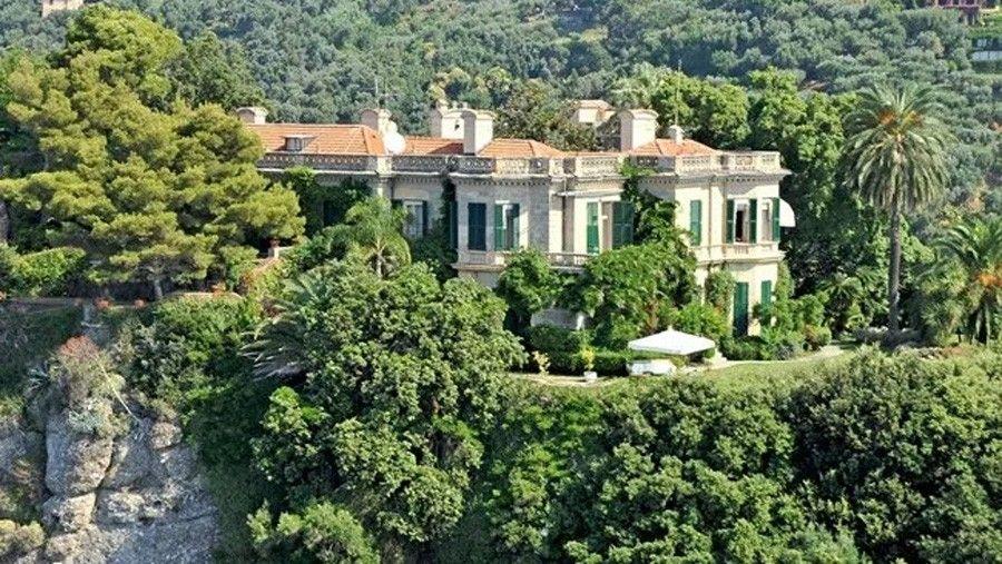 ВЕвропе у ЭдуардаХудайнатова есть особняк— вилла Альтакьяра вПортофино. Бизнесмен приобрел еев2015году за25млн евро.